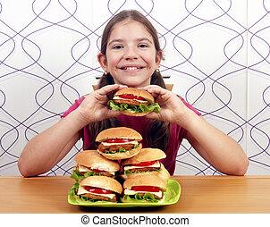 petite fille, hamburgers, heureux