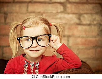 petite fille, lunettes, rigolote
