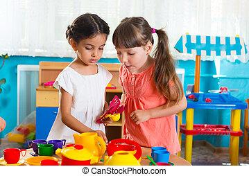 petites filles, deux, daycare, jouer