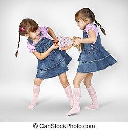 petites filles, jumeau, combat