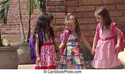 petites filles, marche, amis, gosses