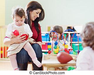 petites filles, trois, jardin enfants, enseignante