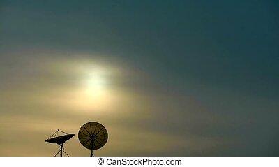 peu, deux, satellites, oiseau, coucher soleil, sommet, temps, bâtiment, voler, défaillance