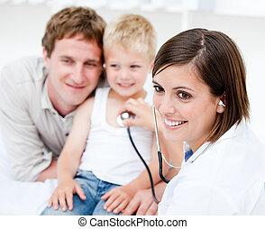 peu, docteur, père, garçon, femme, examiner, sien, beau