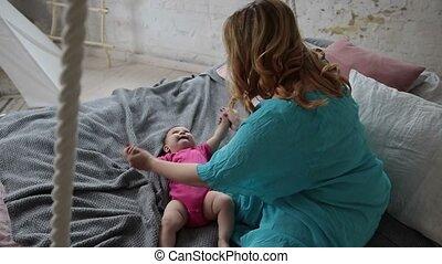 peu, elle, exercisme, mère, bébé, masser