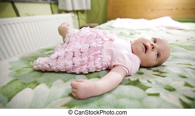 peu, elle, mettre, maman, dorlotez fille, robe