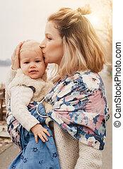 peu, fille, elle, jeune, porteur, mère, bébé, avoir, écharpe