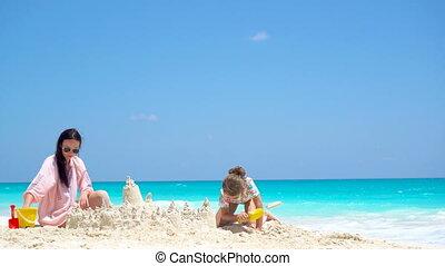 peu, fille, exotique, sable, mère, confection, plage château