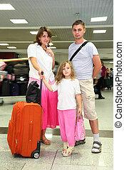 peu, fille, père, jeune, bagages, aéroport, mère