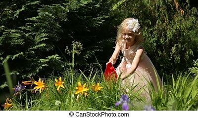 peu, jardin, arrosoire, girl, fleurs