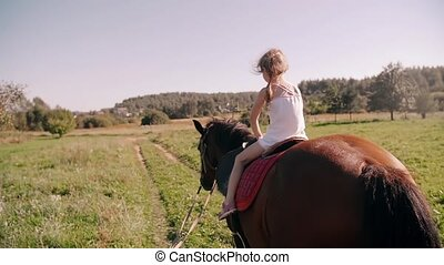 peu, lent, nature, ensoleillé, cheval, dos, day., sourire., elle, mo, équitation, girl, heureux, vue