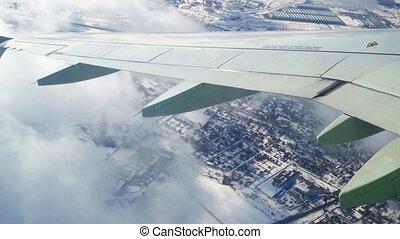 peu, nuages, hiver, sur, voler, moscou, earth's, surface, air, surface., par, voyager, au-dessus, avion, vue, projection, turbulence, fenêtre.