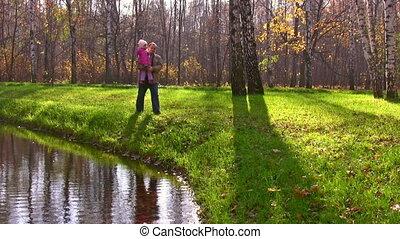 peu, parc, automne, étang, personne agee, girl