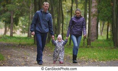 peu, park:, feuilles, mère, -, marche, ruelle, automne, par, père, enfant, girl, baissé, family:, heureux