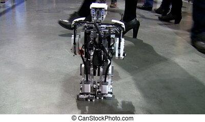 peu, robot, marche
