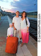 peu, soir, fille, sac, père, plate-forme, mère, ferroviaire