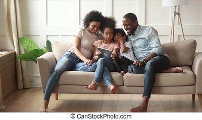 peu, tablette, famille, numérique, parents, africaine, utilisation, enfants, heureux