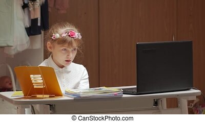 peu, triste, girl, étudier