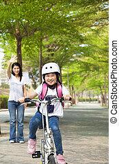 peu, vélo, école, aller, équitation, girl, heureux
