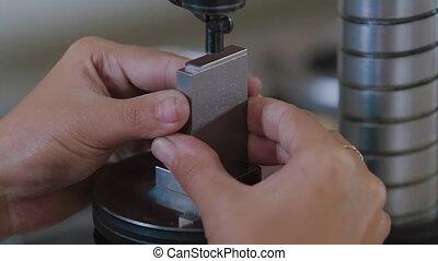 physique, mesures, spécial, equipment., qualité, chèques, parts., caractéristiques, laboratoire, ingénieur, injection, product., déficiences, spécialiste, fabrication, moule, métal