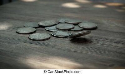 pièces, argent, sur, tourner, lent, eventually, bois, terre, tomber, américain, mouvement, ils, régler