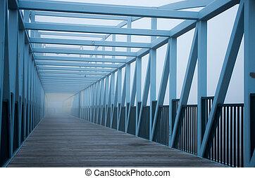 piéton, brouillard, pont