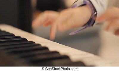 piano, enfant, jouer, mains