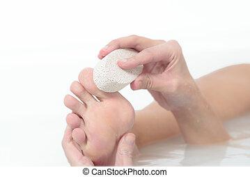 pierre, femme, elle, pierre ponce, pieds, exfolier, utilisation