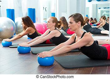 pilates, yoga, aérobic, balles, femmes