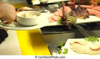 pinces, gros plan, prend, sausage., restauration, coupé, buffet., girl