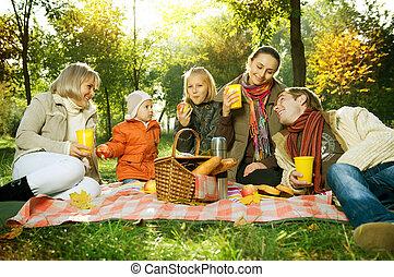 pique-nique, famille, grand, automne, park., heureux