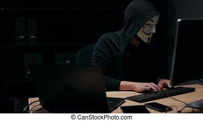 pirate informatique, unrecognizable