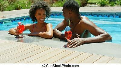 piscine, noir couple, grillage, vue, natation, recours, lunettes cocktail, 4k, devant, jeune