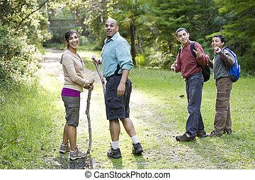 piste, bois, randonnée, famille, hispanique