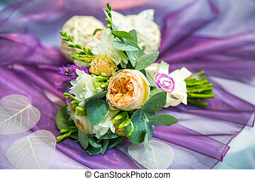 pivoines, lilas, bouquet, fond jaune, mariage