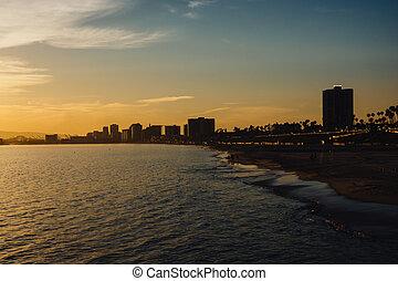 plage, bâtiments, long, rivage, coucher soleil, long, california.