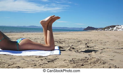 plage, bikini, texting, girl, poser