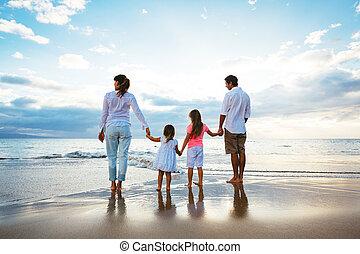 plage, coucher soleil, famille, regarder, heureux, jeune