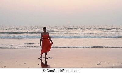 plage., femme, robe, rouges, danse