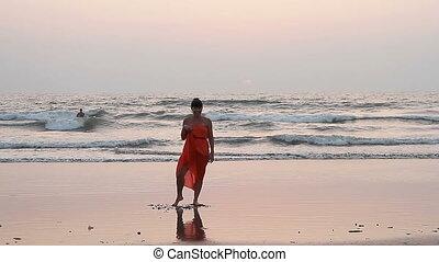 plage., femme, rouges, sarong, danse