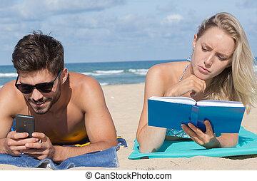 plage, mobile, couple, téléphones