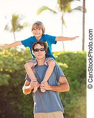 plage, style de vie, père, insouciant, fils, exotique, amusement, sourire, jouer, heureux