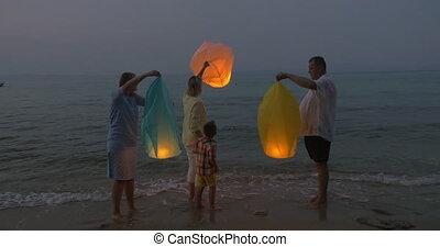 plage, voler, ciel, famille, lanterne