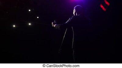 plaisanteries, vue., homme, étape, parle, réussi, stands, dos, comédien, micropphone