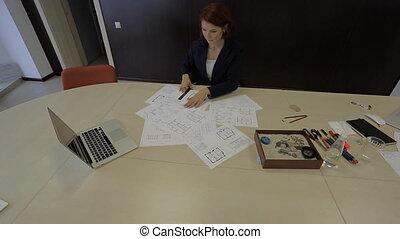 plan, commence, les, femme, travail, arrangements, s'étend, professionnel, maison