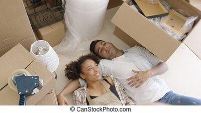 plancher, couple, leur, séduisant, maison, mensonge