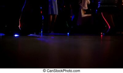 plancher, danse, beaucoup, hommes, club, nuit, jambes, femmes