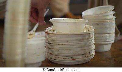 plastique, jeter, gens, plats, utilisé