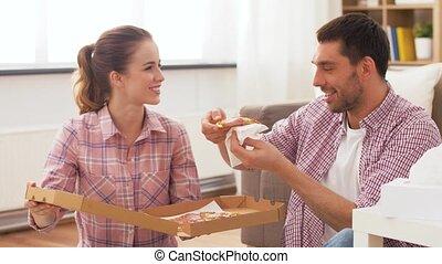 plat à emporter, maison, pizza mangeant, couple