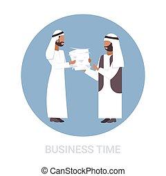 plat, concept, paperasserie, traditionnel, fonctionnement, processus, porter, dur, pile, entiers, patron, surmené, longueur, papier, date limite, arabe, homme affaires, arabe, documents, vêtements